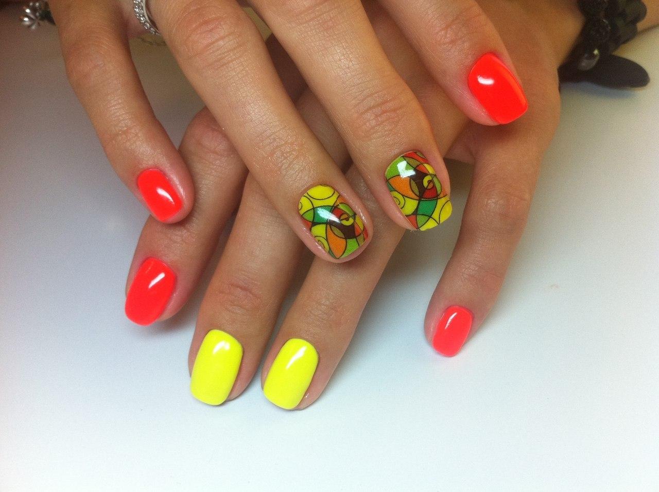 Дизайн ногтей наклейками на шеллак